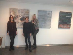 v.l.n.r.: Bettina Weiß (Krone Center), Burgi Steininiger (Künstlerin), Brigitte Wohlmuth (Kunst & Galerie)